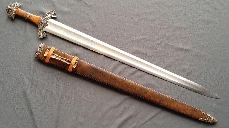 تفسير رؤية السيف في الحلم ومعناه