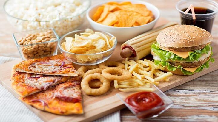 العادات الغذائية الخاطئة المنتشرة وتصحيحها