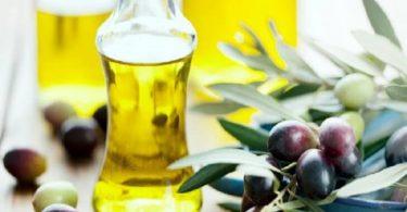 فوائد زيت الزيتون لتطويل الشعر وكيفية استخدامه