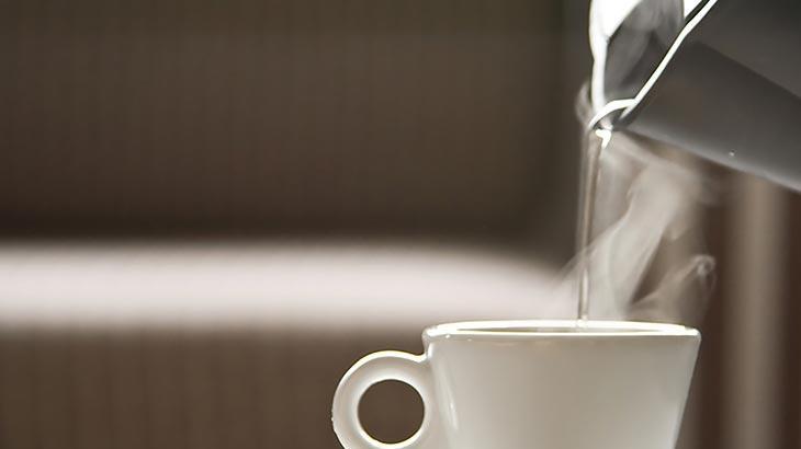 فوائد شرب الماء المغلي بعد الأكل 11 فائدة مذهلة