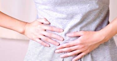 أسباب ألم الجانب الأيمن من الظهر والبطن وكيفية علاجه