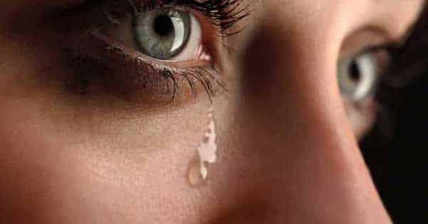 تفسير البكاء الشديد على شخص عزيز عليك في المنام