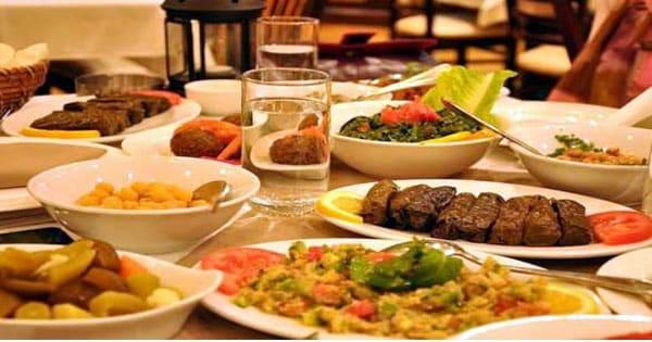 تفسير حلم الأكل مع الميت لابن سيرين معلومة ثقافية
