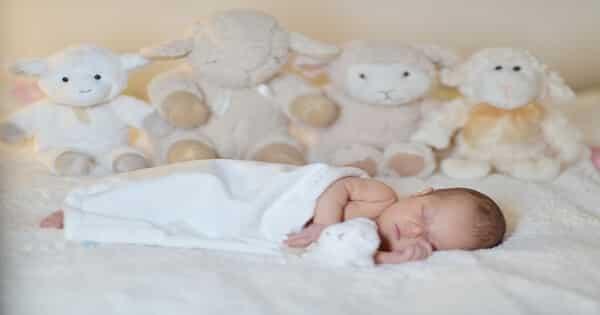 رؤية الطفل الرضيع في المنام للعزباء لابن سيرين