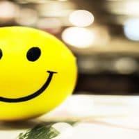تفسير رؤية الابتسامة والضحك في المنام