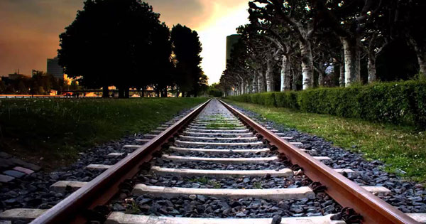 سكة القطار في المنام