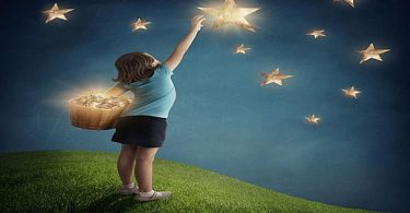 تفسير النظر إلى السماء والنجوم في المنام