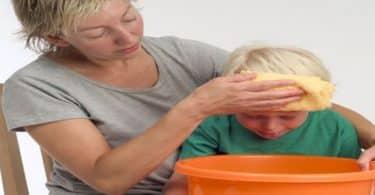 علاج القيء عند الأطفال