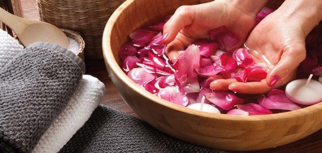 فوائد ماء الورد لتكبير الثدي