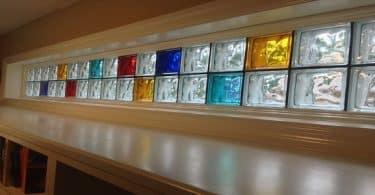 أسهل طريقة لتركيب الطوب الزجاجي الملون في المنزل