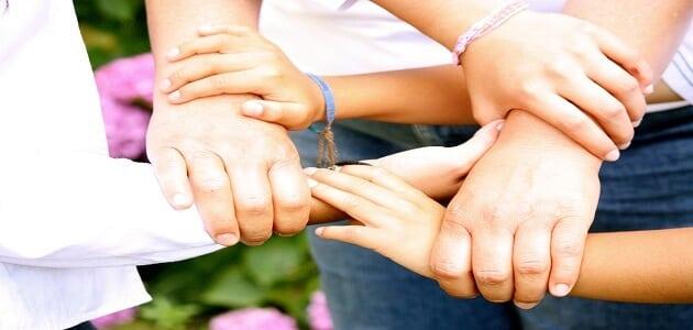 8 معلومات عن اهمية مساعدة الآخرين وفوائدها للفرد والمجتمع