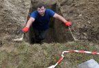 تفسير حلم شخص يحفر حفرة كبيرة في المنام