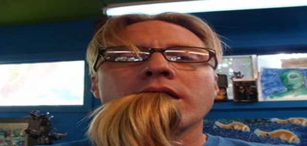 تفسير رؤية خروج الشعر من الفم في المنام