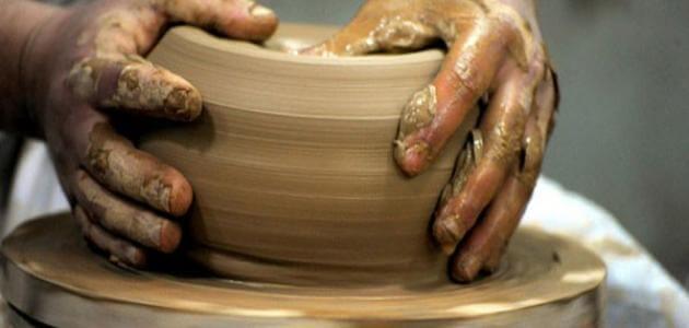 كيفية صناعة الاواني الفخارية بالطين والماء
