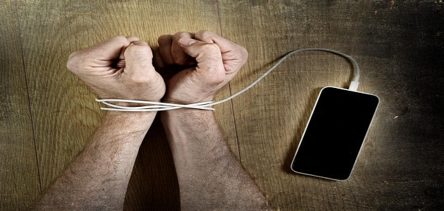 موضوع تعبير عن ادمان وسائل التواصل الاجتماعي وحلولها