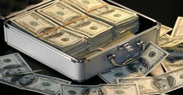 تفسير حلم جمع النقود الورقية من الأرض