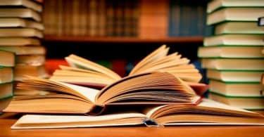 شعر عن القراءة لأحمد شوقي