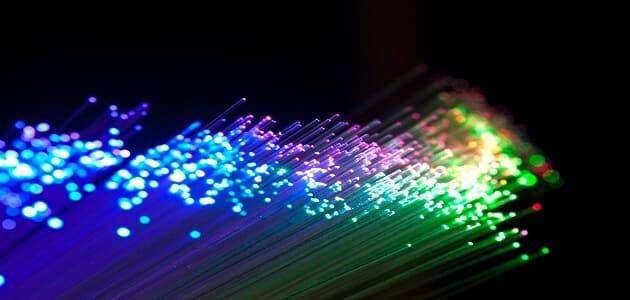 معلومات عن الألياف الضوئية واستخداماتها