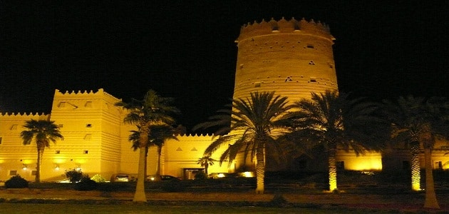 معلومات عن قصر المصمك المبني من الطوب اللبن في السعودية
