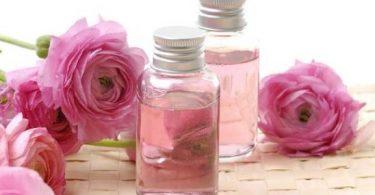 فوائد زيت الورد للوجه قبل النوم وطريقة استخدامه