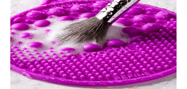 5 خطوات لتنظيف فرش المكياج في المنزل بسهولة