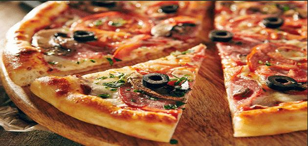 قصة اكتشاف البيتزا واشهر انواعها