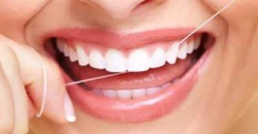 فراغات الأسنان نتيجة لاستخدام خيط الأسنان