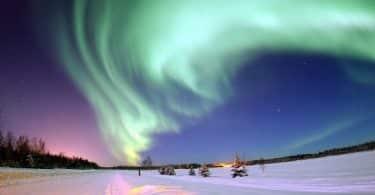 كيفية حدوث ظاهرة الشفق القطبي بالتفصيل