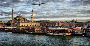 ما أشهر العادات التي يشتهر بها سكان تركيا
