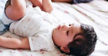 هل نقط فنستيل للرضع تساعد على النوم والتخلص من الغازات