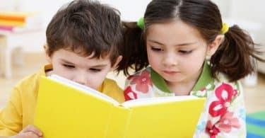 10 عبارات تشجيعية عن أهمية القراءة منذ الصغر