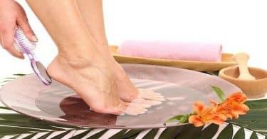 8 طرق لتعليم كيفية إزالة الجلد الميت من القدمين بالخل وبدون موس