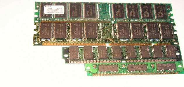أنواع الذاكرة في الحاسوب واستخداماتها