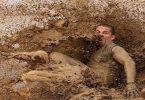 تفسير حلم الوقوع في الطين والخروج منه