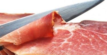 تفسير حلم تقطيع اللحم النيء بالسكين في المنام