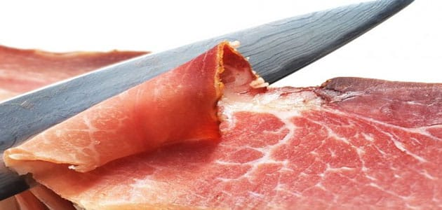 تفسير حلم تقطيع اللحم النيء بالسكين في المنام معلومة ثقافية