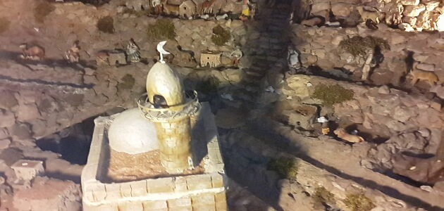 What is inside the palace of Moses and where is located