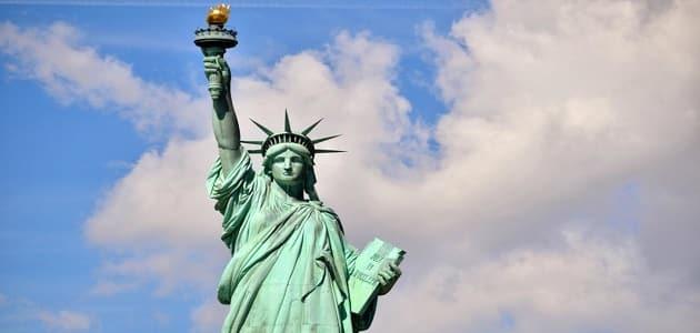 ما الهدف من وضع تمثال الحرية في نيويورك