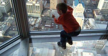 تفسير حلم سقوط طفل من سطح المنزل