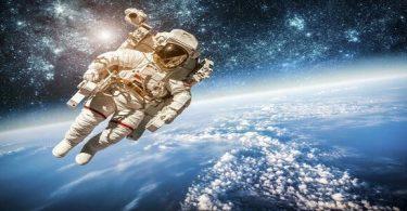 لماذا يرتدي رواد الفضاء ملابس خاصة في رحلاتهم إلى الفضاء