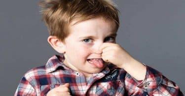 أسباب رائحة العرق الكريهة عند الأطفال