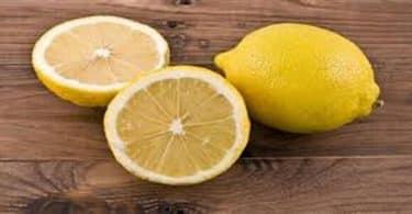 ما فوائد الليمون لإزالة رائحة العرق