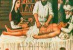 من هو أول طبيب في العالم