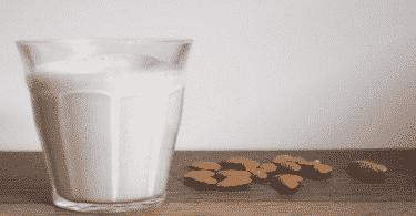 فوائد حليب اللوز للبشرة والجسم