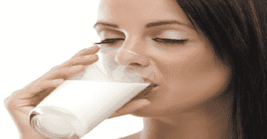ما في فوائد شرب الحليب قبل النوم