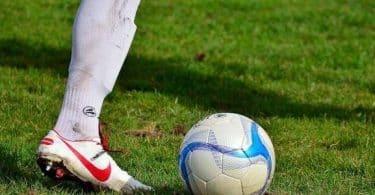 من أول دولة اخترعت لعبة كرة القدم
