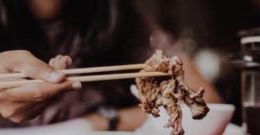 رؤية الميت في المنام وهو يأكل