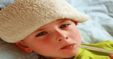كيف نخفض حرارة الطفل في المنزل