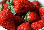 فوائد الفراولة بالحليب والعسل للبشرة
