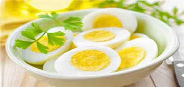 كم السعرات الحرارية في البيض المقلي والمسلوق